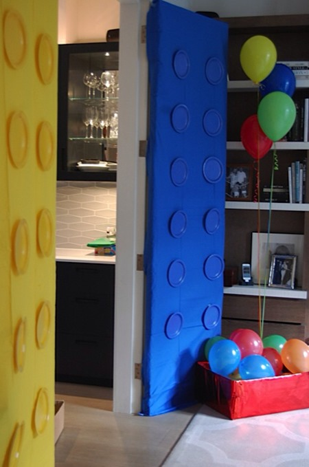 How to throw a lego birthday party south shore mamas for Decoration lego