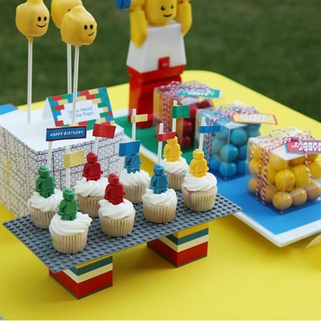 lego party table 3