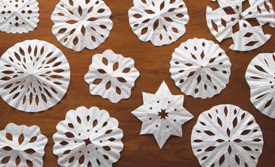 coffee filter snowflakes_mom.me